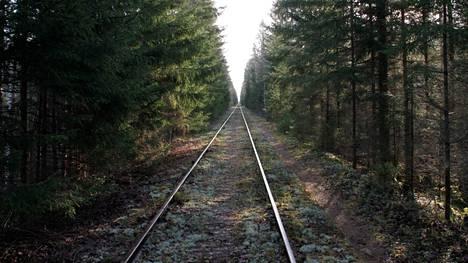 Voisiko Porista Kankaanpäähän ja Parkanoon kulkeva poikittaisrata olla joskus muutakin kuin metsittyvä museorautatie?
