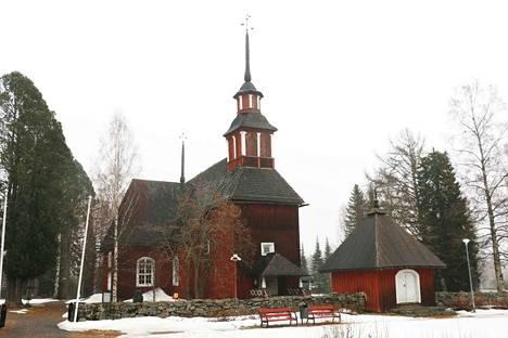 Keuruun ja Pihlajaveden vanhojen kirkkojen paanukatot tervataan ensi kesänä.
