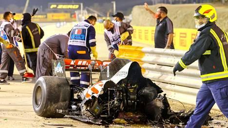 Roman Grosjeanin auto meni keskeltä kahtia onnettomuudessa.