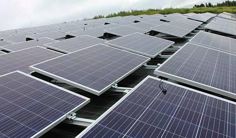 Vuokraamalla Tarasten Aurinkopuistosta nimikkopaneelin voit vaikuttaa ympäristöystävällisen aurinkoenergian tuotantoon.