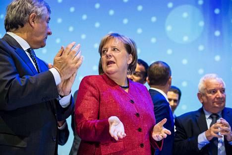 Angela Merkelin vapina on herättänyt kysymyksiä.