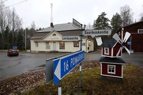 Kolmen tien risteys eli Leväsjoki-city. Pitäkää nimi mielessä.