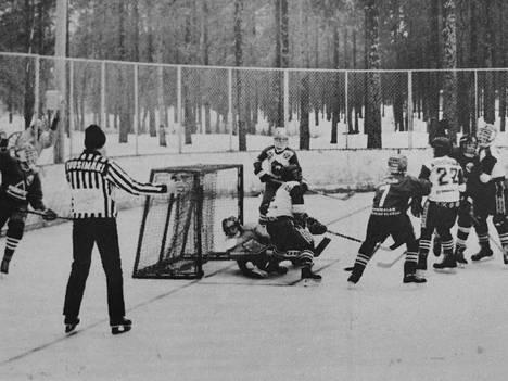 KJK:n maalivahti Sami Haapala sai kaivaa lätkän maalista VaPS:n Jaakko Henttilän kaventaessa 3–2:een. Lohkovoittajien ottelun voitti KJK mainitulla tuloksella.