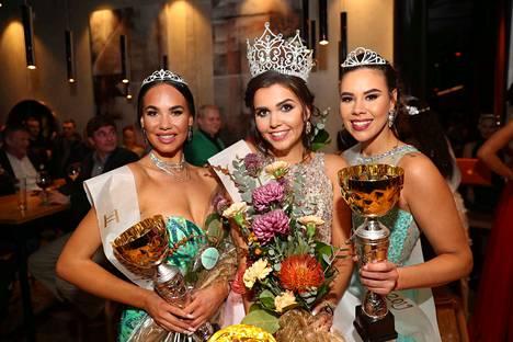 Noora Manninen, Amanda Teuho ja Emilia Lepomäki olivat yhtä hymyä sen jälkeen, kun tulos oli selvinnyt.