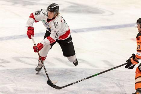 Feetu Knihti oli sunnuntaina huimassa iskussa. Hän on pelannut tällä kaudella Ässien edustusjoukkueessa neljä ottelua.