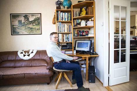 DX-kuuntelija Juha Vehmas asuu nykyään Pirkkalassa Tampereen rajalla. Taloa rakennettaessa otettiin huomioon radioantennien asentaminen ja rakennettiin puutarhaan maan alle putki antennikaapeleille.