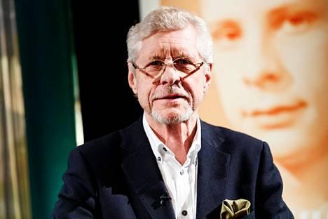 Pianisti Seppo Hovi esiintyy Apianniemen kesäteatterilla torstaina Angelika Klasin ja Hannu Lehtosen kanssa.