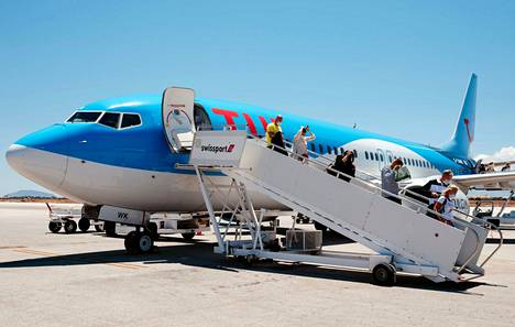 Lomamatkailijat saapuivat Hanian lentokentälle heinäkuussa.
