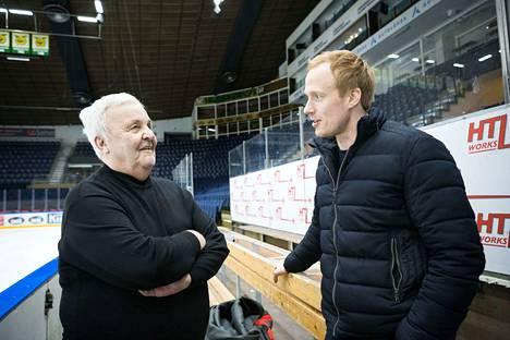 Ennätysmiehet Erkki Suokko ja Juha Leimu muistelivat värikkäitä vaiheitaan Hakametsässä. Suokko täyttää keskiviikkona 80 vuotta. Leimu lopetti komean uransa tähän kevääseen.