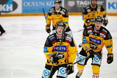Aku ja Aatu Räty ovat debytoineet tällä kaudella Kärppien liigamiehistössä.