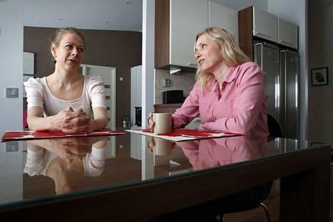Pöydän ääressä on syntynyt moni idea, kun on vertailtu kokemuksia. Ex-suorittajat Laura Ruotsalainen ja Susanna TIljander haaveilevat pääsevänsä vielä luennoimaankin kokemuksistaan.