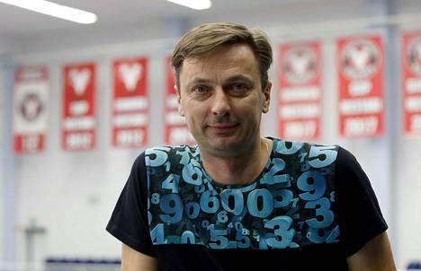Eduard Venski voitti VaLePassa seitsemän SM-mitalia ja sai pelipaitansa hallin kattoon.