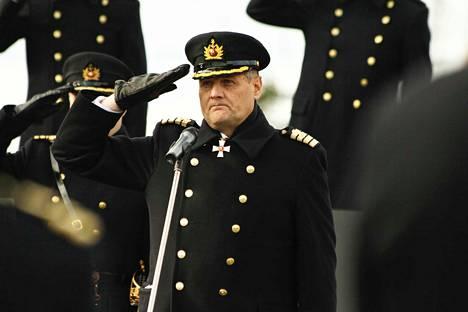 Lippueamiraali Timo Hirvonen on pidätetty virasta. Kuva on otettu rannikkolaivaston vuosipäivästä Pansion sotasatamasta 12. lokakuuta vuonna 2015.