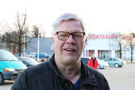 –Olen käynyt Hiittenharjulla paljon hiihtämässä. En ole liikkunut siellä paljon muuten kuin talvisin. Olen hiihtänyt Sortin vitosta ja niitä lenkkejä, kertoo kiukaislainen Raimo Uus-Mäkelä.