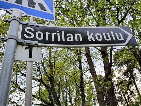 Kirjoittaja ihmettelee muun muassa Sorrilan koulun oppilaiden väistösuunnitelmia sekä Sorrilan tulevaa remontointia.