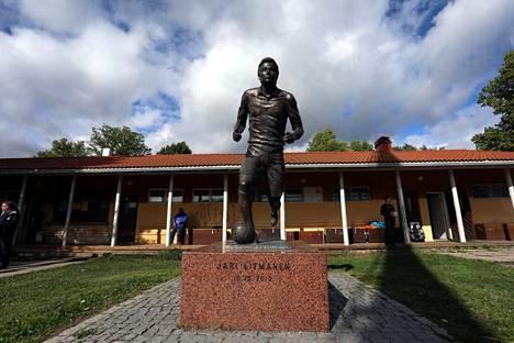 Jari Litmasella on ennestään patsas Lahden Kisapuistossa.