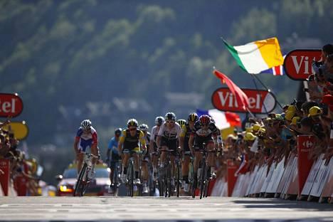 Tour de France alkaa kesällä 2021 jo kesäkuussa, jotta maantiepyöräilijät ehtivät sekä Tourille että Tokion olympialaisiin. Kuva toissa vuoden Ranskan ympäriajosta.