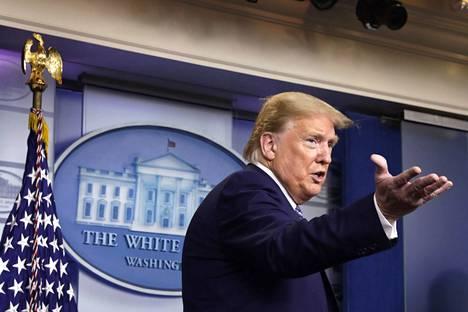 Presidentti Donald Trump esitteli maahanmuuttoa rajoittavia määräyksiään tiistaina.