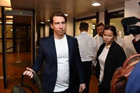 Aku Hirviniemi kiisti syytteen seksuaalisesta ahdistelusta Kanta-Hämeen käräjäoikeudessa toukokuussa.