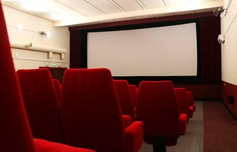 Elokuvasaliin mahtuu 158 katsojaa. Valkokangas vaihtui uuteen kesällä 2018.