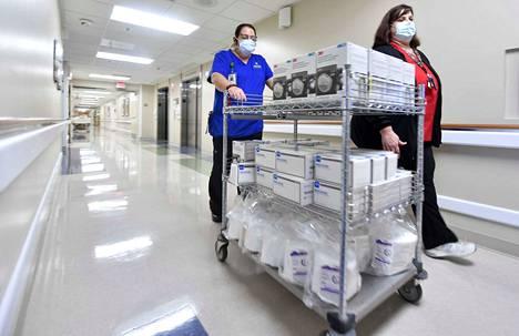 Sairaaloissa kuluu suojaimia. Kuva on Uplandista Kaliforniasta.