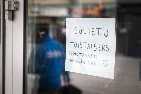 Keskusta on vetänyt eilen esitellyn ravintolatuen pois hallituksen käsittelystä, kertoo Helsingin Sanomat.
