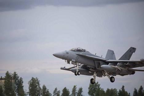 Puolustusvoimat hakee korvaajia nykyisille Hornet-hävittäjille.