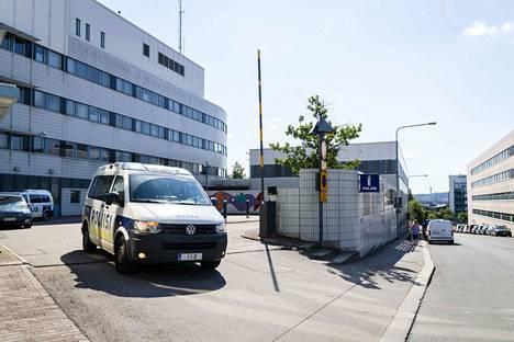 Poliisit lähtevät suorittamaan kiireellisiä hälytystehtäviä Tampereella Sorinkadulla sijaitsevalta poliisilaitokselta. Alkuvuonna 2020 poliisi on ehtinyt hälytyspaikalle Tampereella keskimäärin 7,3 minuutissa.