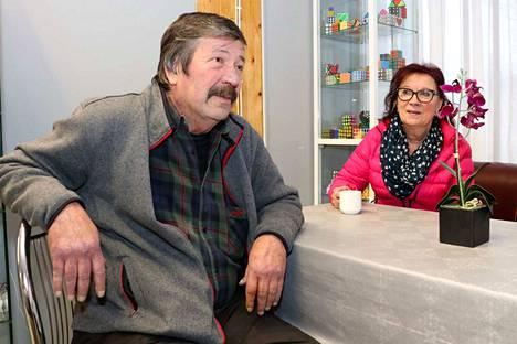 Raimo Aaltonen ja Pirjo Ilomäki ovat mielissään postilakon päättymisestä. Heidän sympatiansa ovat olleet koko ajan Postin työntekijöiden puolella.
