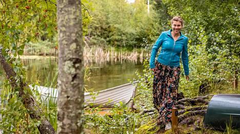 Kangasalla asuva Katja Vaulio on ympäristöasiantuntija ja sivutoiminen matkailuyrittäjä, joka haluaa matkailukulttuurin muuttuvan. Päätyössään hän toimii asiantuntijana Kokkolassa toimivassa Clewat oy:ssa, joka kehittää muovinkeräysaluksia maailman merille.