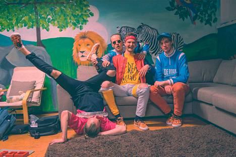 NNS-yhtyeessä esiintyvät Tuomas Uusitalo, Jesse De Jong ja Niilo Muje.