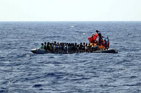 Lääkärit ilman rajoja -järjestö pelasti pakolaisia elokuun 9. päivä Välimerellä Libyan rannikolla.