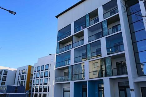 Yhä useampi ottaa yhä pidemmän asuntolainan. Kuvassa kerrostalo Tampereen Vuoreksesta, minne rakennetaan paljon uusia asuntoja.