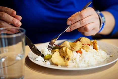 Vaikka paperilla ruokavalio on terveellinen ja laskennallisesti laihduttajalle sopiva, ihmiskeho ei aina reagoi kaavojen mukaan.