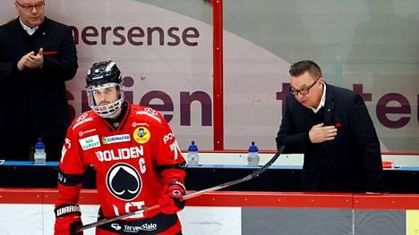 Peter Tiivola matkustaa Leijonien mukana Riikaan. Matkassa on myös Ässien päävalmentaja Ari-Pekka Selin, joka kuuluu maajoukkueen valmennusryhmään.