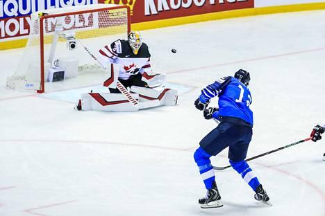 Marko Anttilalla oli heti pelin alussa hyvä tilaisuus viedä Leijonat johtoon, mutta laukaus meni reilusti ohi Matt Murrayn vartioiman Kanadan maalin.