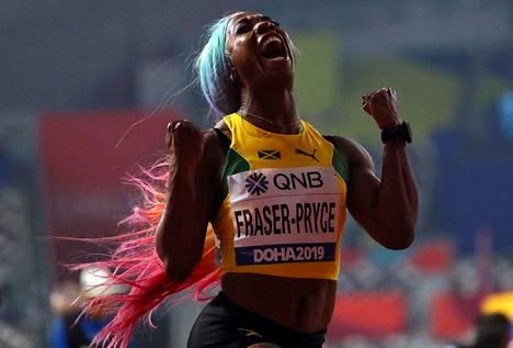 Shelly-Ann Fraser-Pryce voitti MM-kultaa sadalla metrillä.