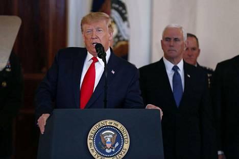 Presidentti Donald Trump puhui Iranin ohjusiskusta keskiviikkoiltana Suomen aikaa. Taustalla varapresidentti Mike Pence.