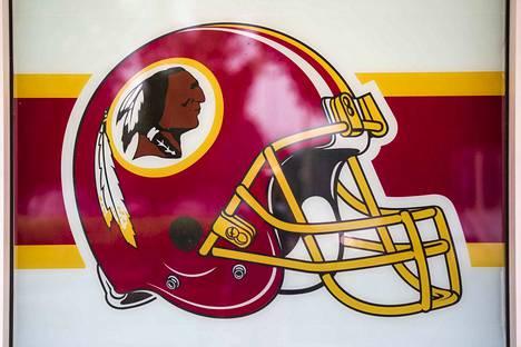 Washington Redskins vaihtaa seuran nimeä ja logoa.