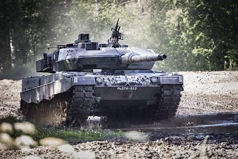 Tämä on yksi niistä Leopard  2A6 -panssareista, jotka Suomi päätti hankkia käytettynä Hollannista vuonna 2014.