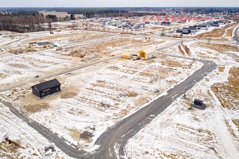 Porin Klasipruukiin rakennettava uusi omakotitaloalue maaliskuussa 2021. Alhaalla risteää Kirsikkatie ja Karviaisentie.