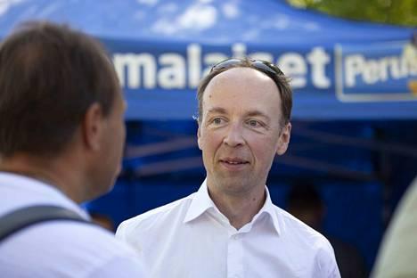 Perussuomalaisten puheenjohtaja Jussi Halla-aho on vaalien suurin voittaja. Perussuomalaisten eduskuntaryhmä kasvoi 17 kansanedustajasta 39:ään. Voittoon ei tarvittu sutkautuksia, vaan Halla-ahon kylmänrauhallista pohdintaa.