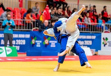Alle 18-vuotiaiden Euroopan cup päättyi tähän heittoon. Porin Pihla Salonen antoi kyytiä Kazakstanin Aruzhan Yerezhepovalle.