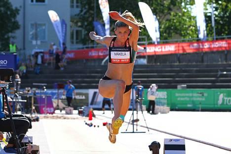 Kristiina Mäkelä voitti kolmiloikan Suomen mestaruuden.