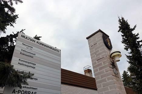 Multian kunnanviraston ovet sulkeutuivat kaksi viikkoa sitten nopeasti heikentyneen koronatilaneen vuoksi kunnassa.