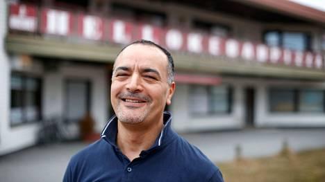 Mohamed Neffati jätti linja-autonkuljettajan työnsä ja siirtyi taas ravintola-alalle.