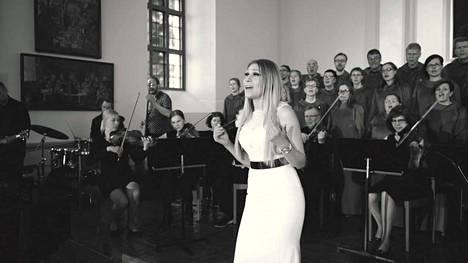 Kristiina Brask laulaa nykyään Gospelmusiikkia.