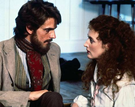 John Fowlesin romaaniin perustuva klassikko 1800-luvulle sijoittuvaa rakkaustarinaa filmaavista näyttelijöistä, jotka kuvausten aikana alkavat rakastua myös oikeasti toisiinsa. Pääosissa Meryl Streep ja Jeremy Irons.
