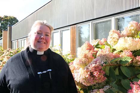 Tiina Heino tuli Harjavaltaan Hattulasta, jossa hän työskenteli seurakuntapastorina.
