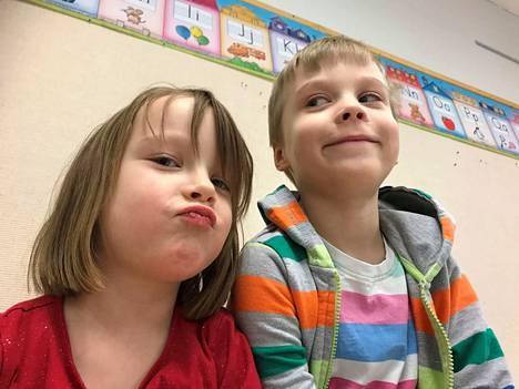 Kaksoset Mila ja Aleksi Valtonen juhlivat 6-vuotissynttäreitään torstaina.